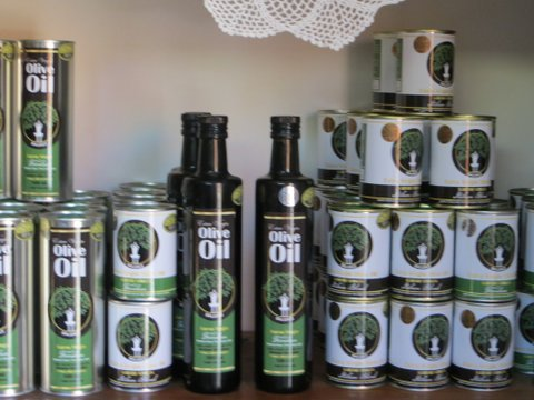 Credo Virgin Olive Oil is sold in a variety of different sizes.